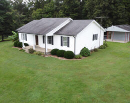 Home On 3.7 Acres Garage And Carport In Loretto KY.