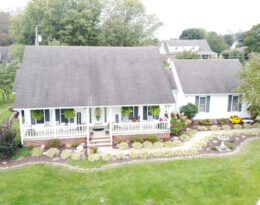 1 1/2 Story – 5 Bedroom Home With Barn & 10 Acres